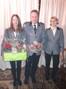 Hubertussieger Ilka Bleckmann, Carsten Jakob und Vorsitzende Sonja Schwiegmann